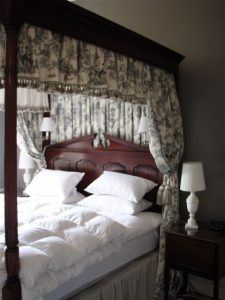Greenwood bed - With Drapes