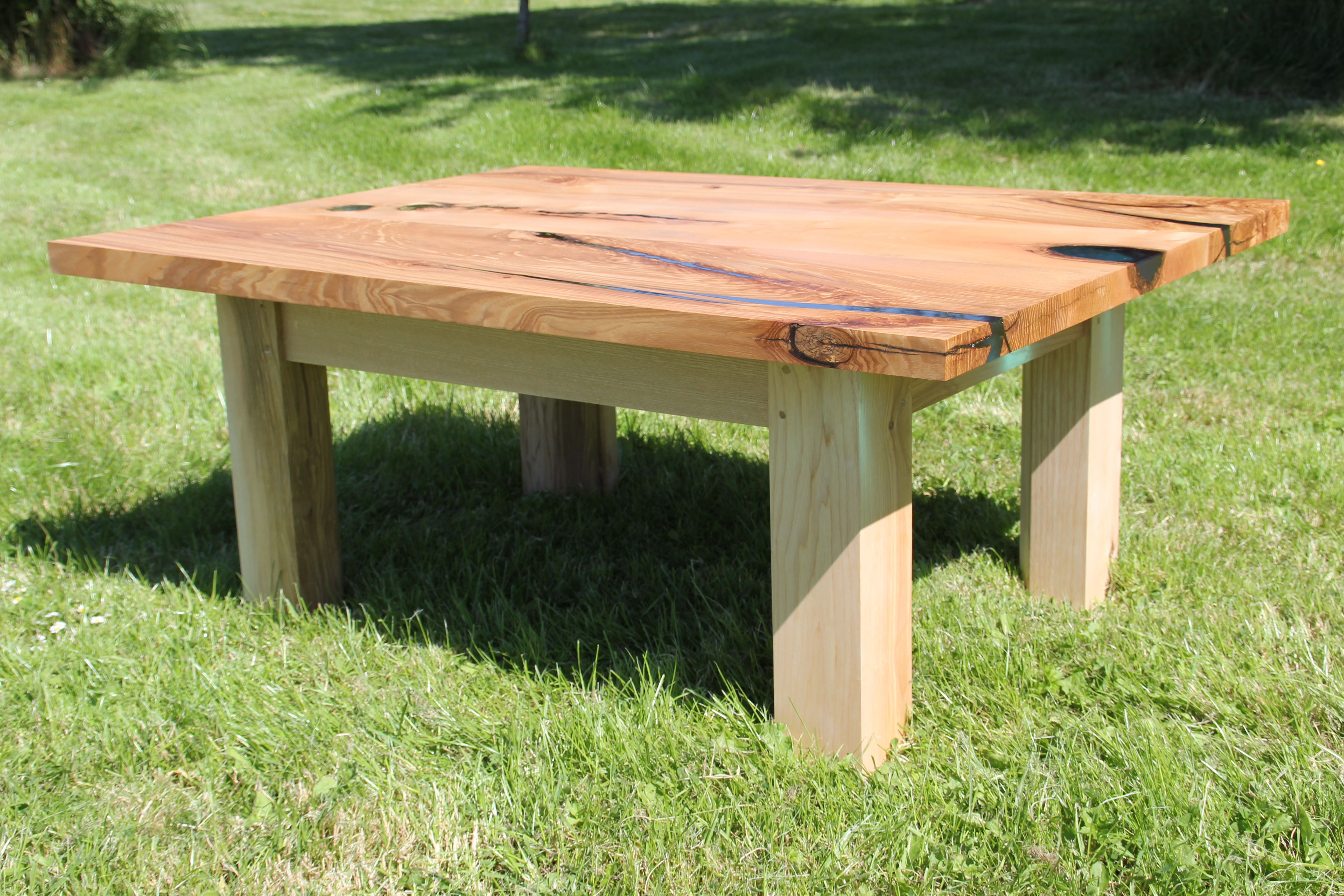 Bubble Ash Table - Side View